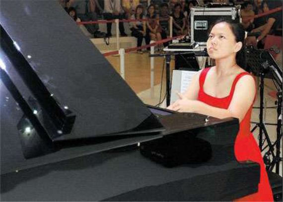 Zhang Ruixue, 15, performs on a specially designed grand piano with four pedals, after she beat 17 fellow contestants in a piano competition at the World Expo yesterday. Zhang, a Beijing native, won 12,000 yuan (US$1,765) and a four-pedal piano for her school.